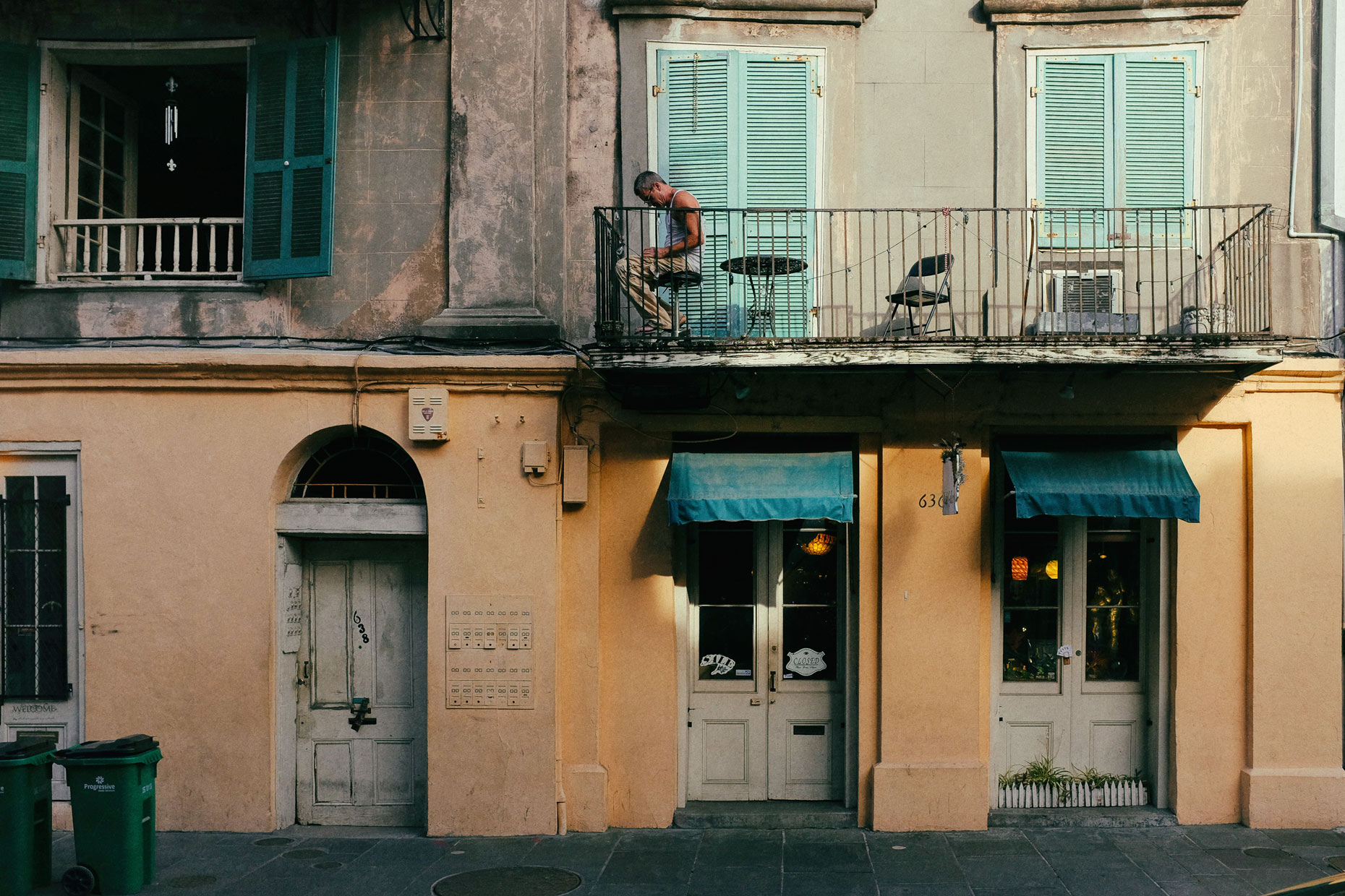 Street scene in New Orleans by photographer Kevin Brown