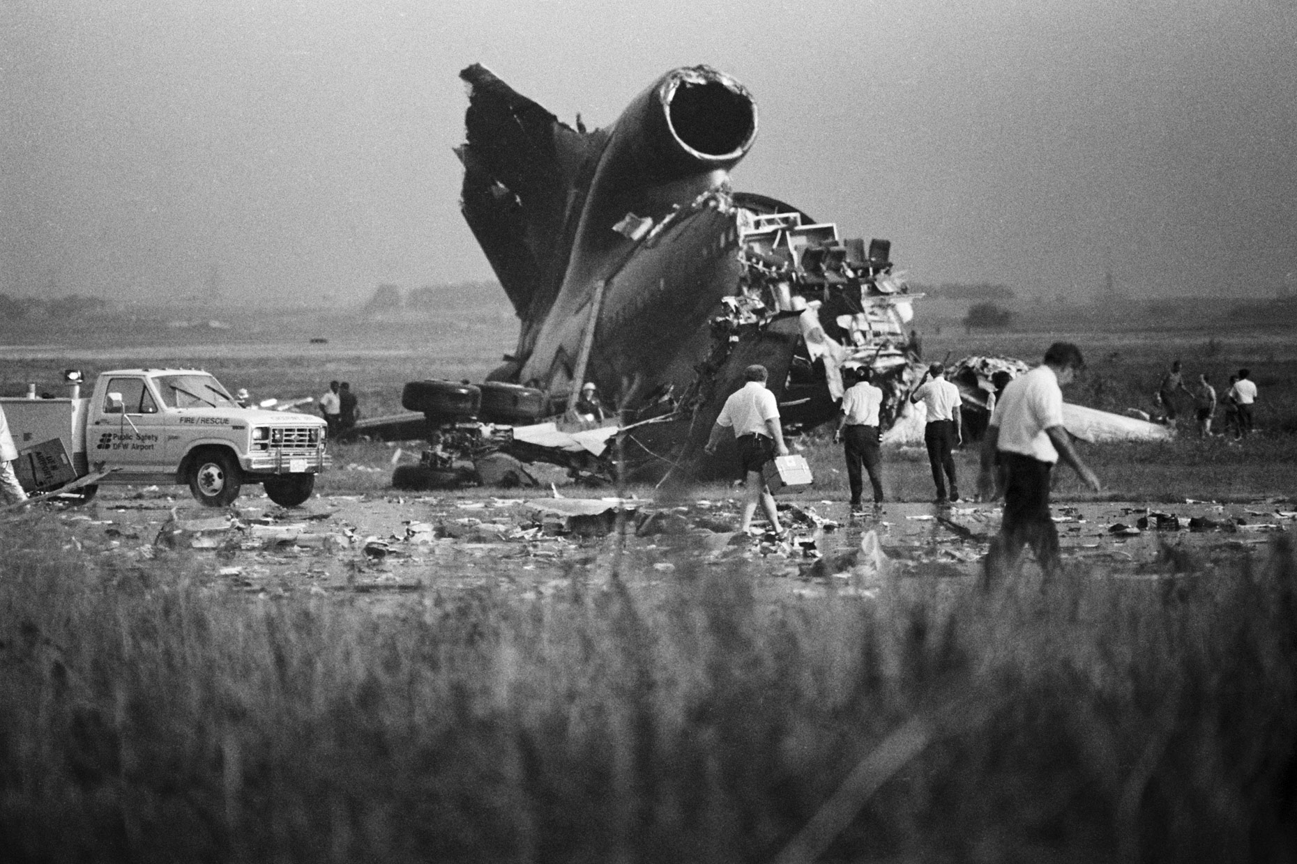 Delta 191 crash at DFW Airport by Kevin Brown