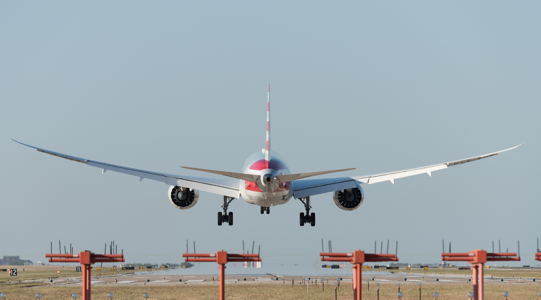 American Airlines 787 landing at DFW Airport by commercial photographer in Dallas Kevin Brown